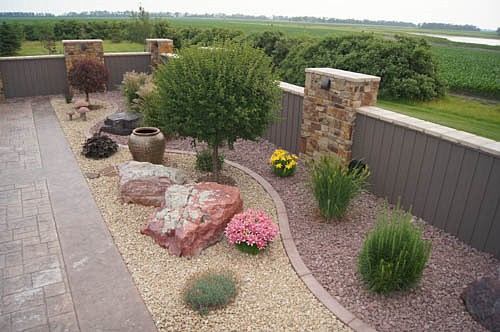 Landscaping photos paver photos fargo frontier west for Landscaping rocks new plymouth