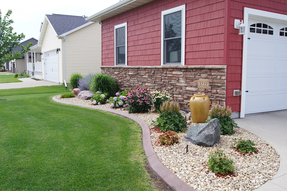 Landscaping photos paver photos fargo frontier west for Large bushes for landscaping